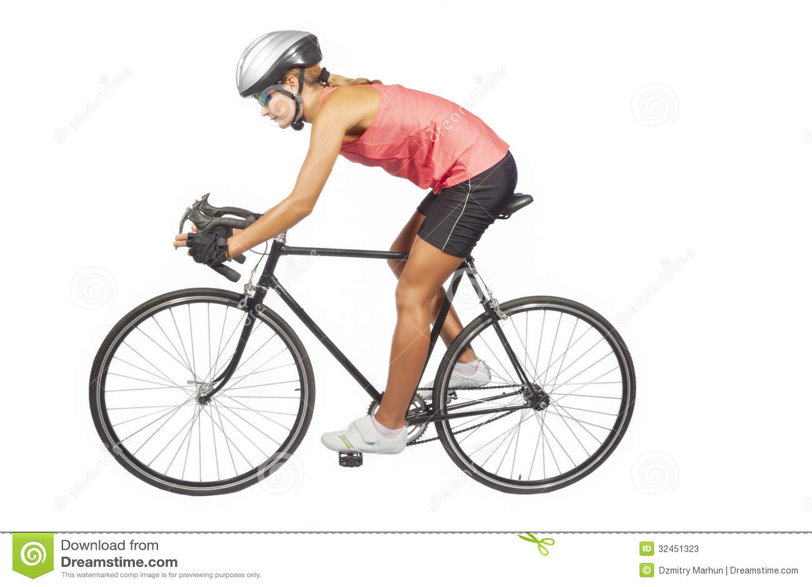 Portret młoda żeńska fachowa kolarstwo atleta pozuje dowcip