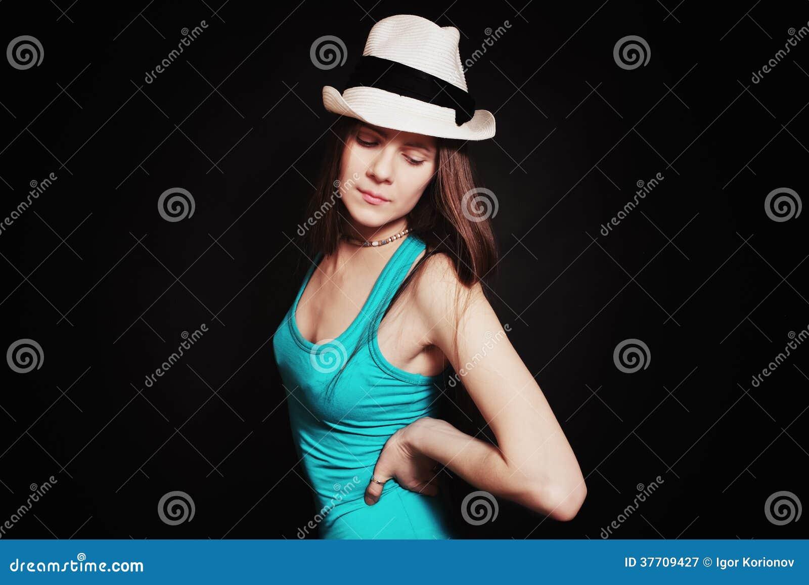 Portret młoda dziewczyna w białym kapeluszu