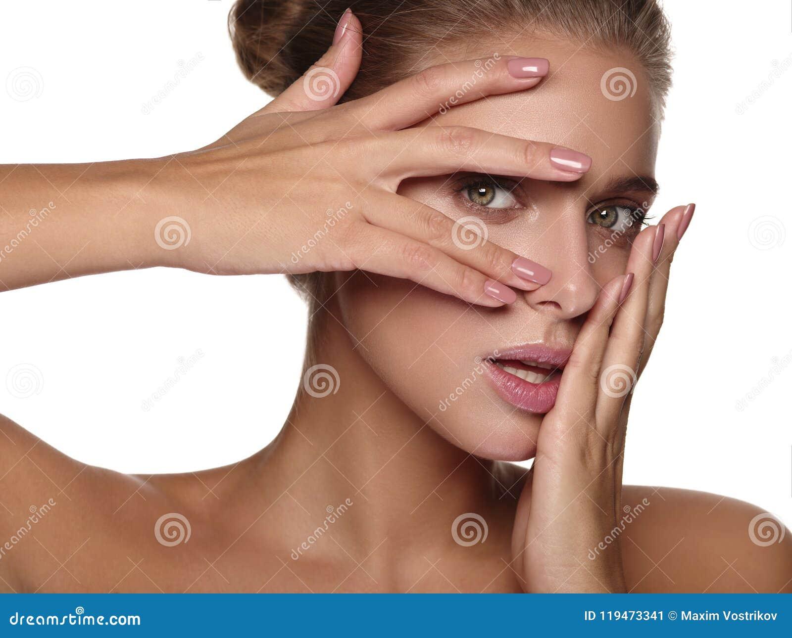 Portret młoda kobieta bez makeup