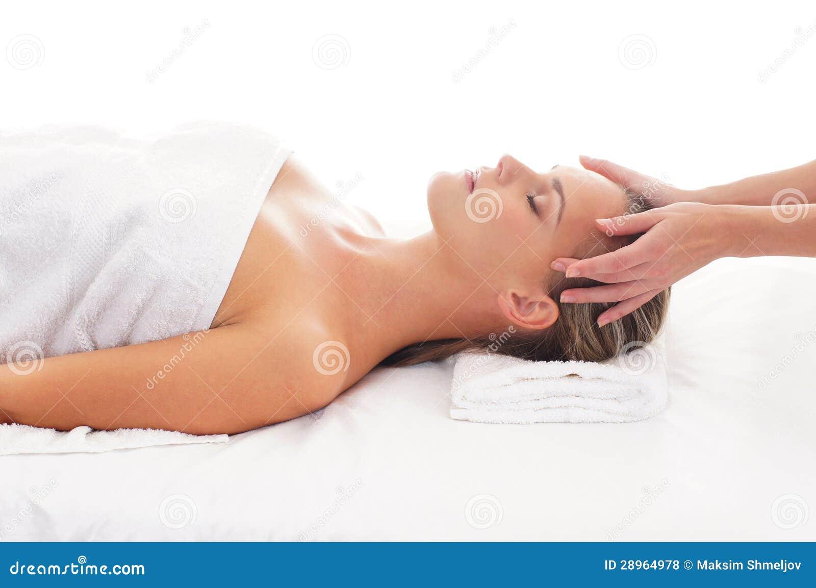 Portret młoda kobieta na masaż procedurze