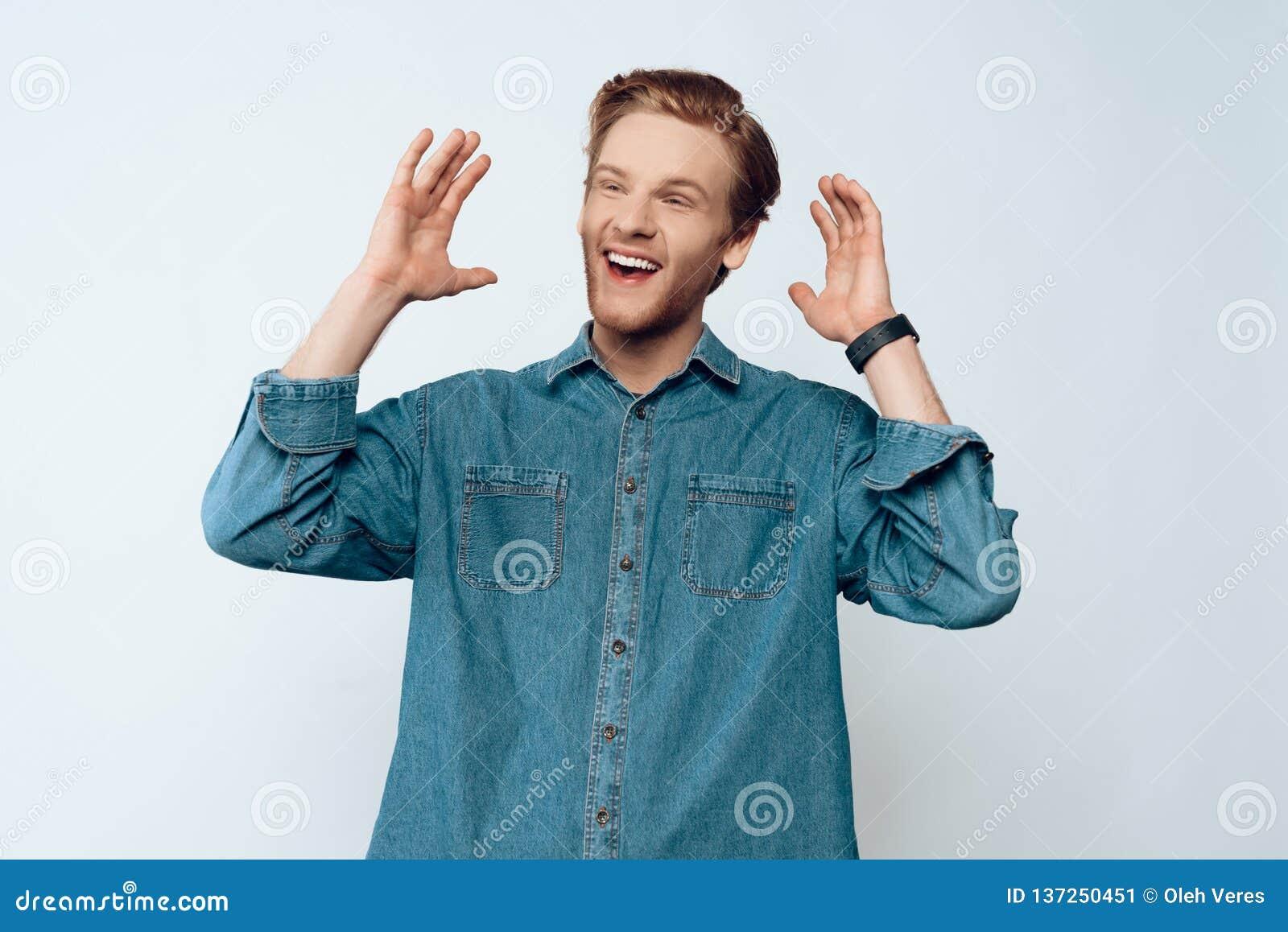 Portret Młody Atrakcyjny Brodaty faceta Śmiać się