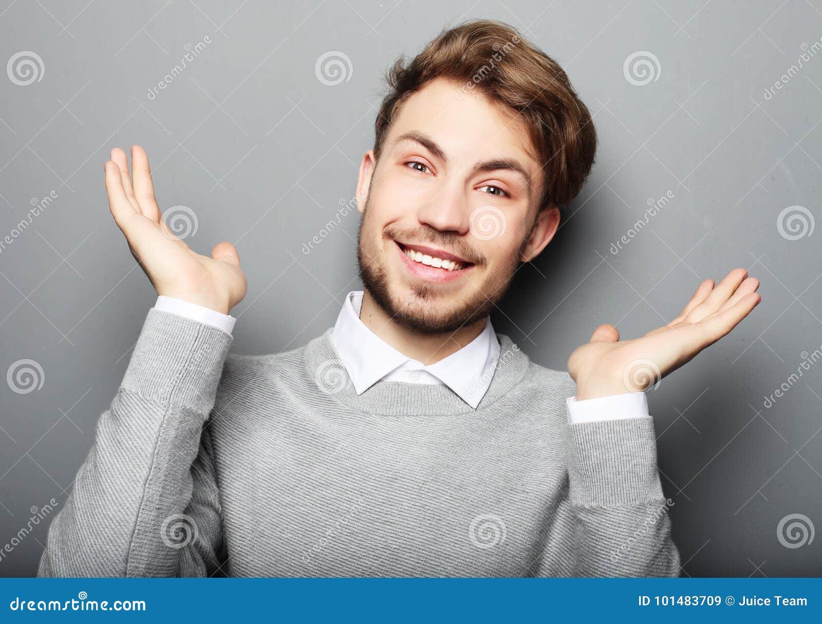 Portret młody biznesowy mężczyzna zaskakiwał twarzy wyrażenie