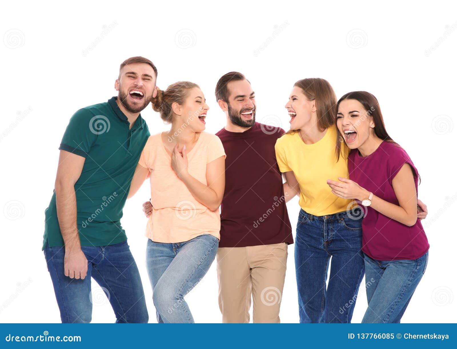 Portret młodzi ludzie śmiać się