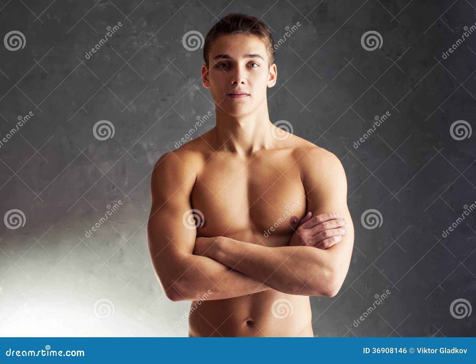 Portret mięśniowy młody człowiek