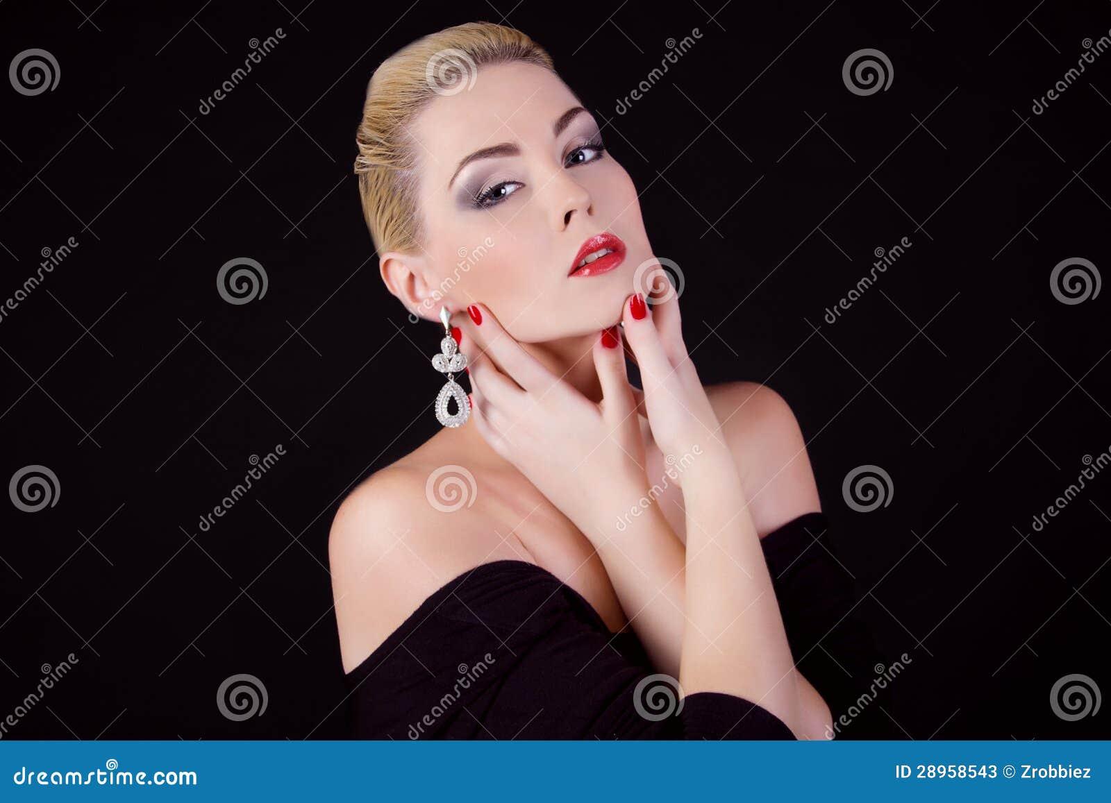Portret piękna dziewczyna blondynka