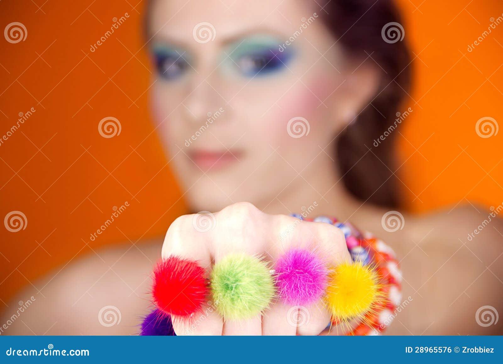 Portret piękna dziewczyna z jaskrawym makeup