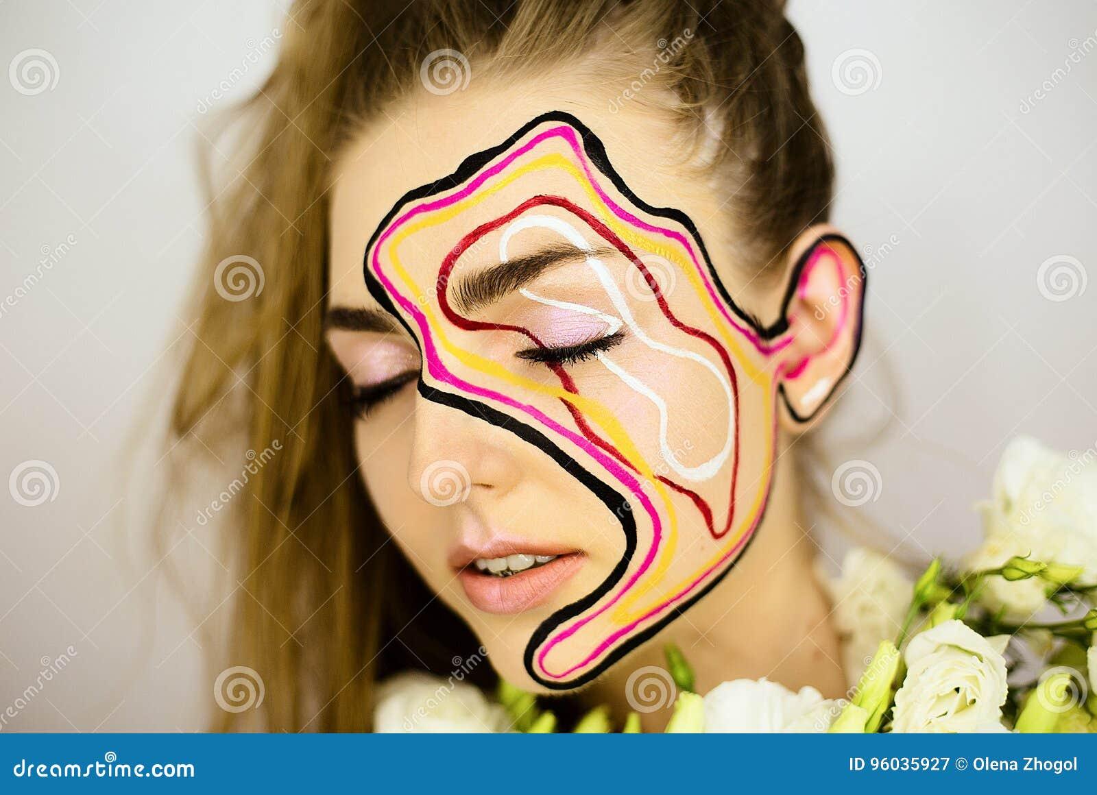 Portret piękna dziewczyna z kreatywnie uzupełniał