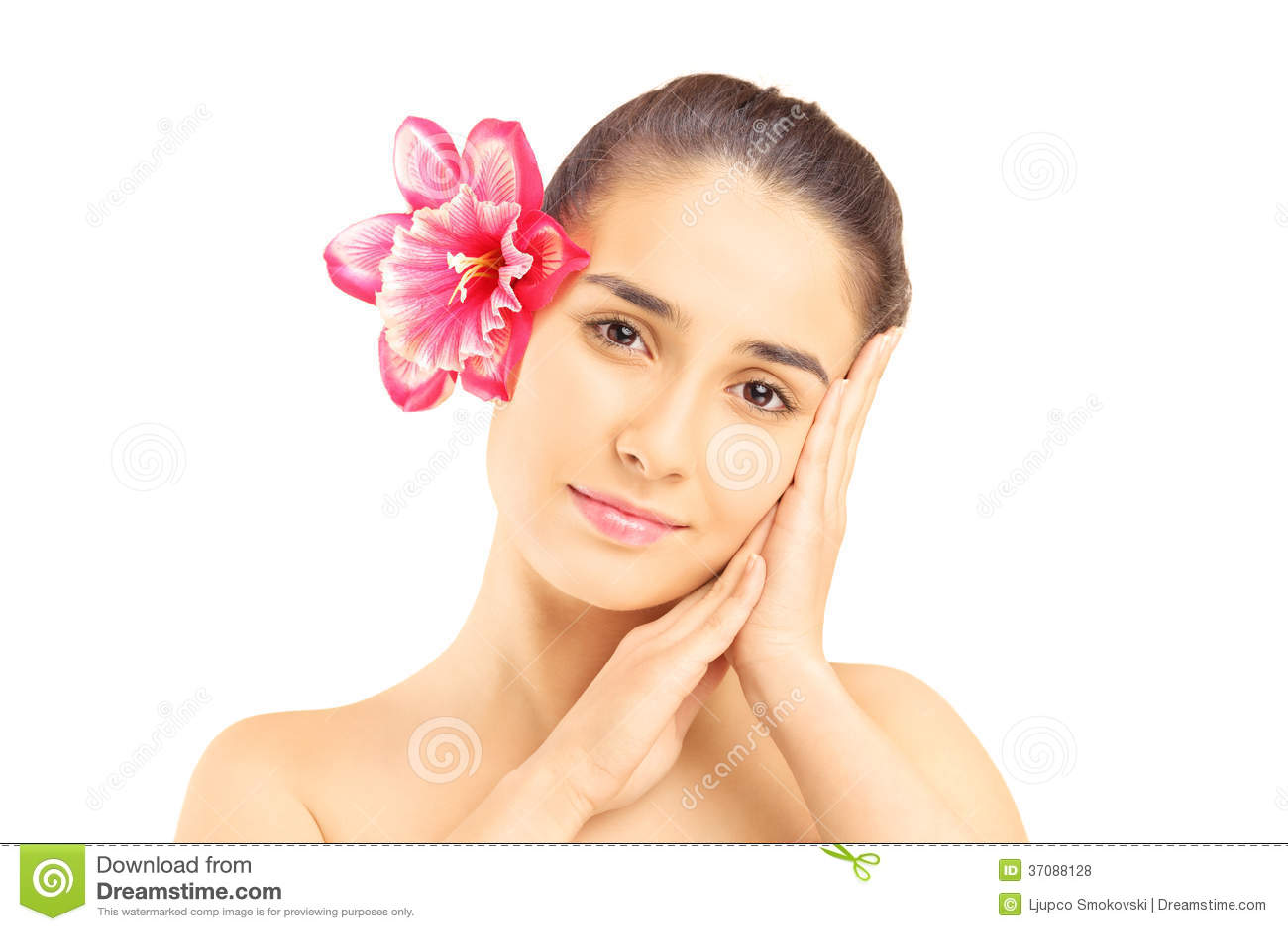 Download Portret Piękna Młoda Kobieta Z Kwiatem W Jej Włosy Zdjęcie Stock - Obraz złożonej z kosmetyk, poza: 37088128