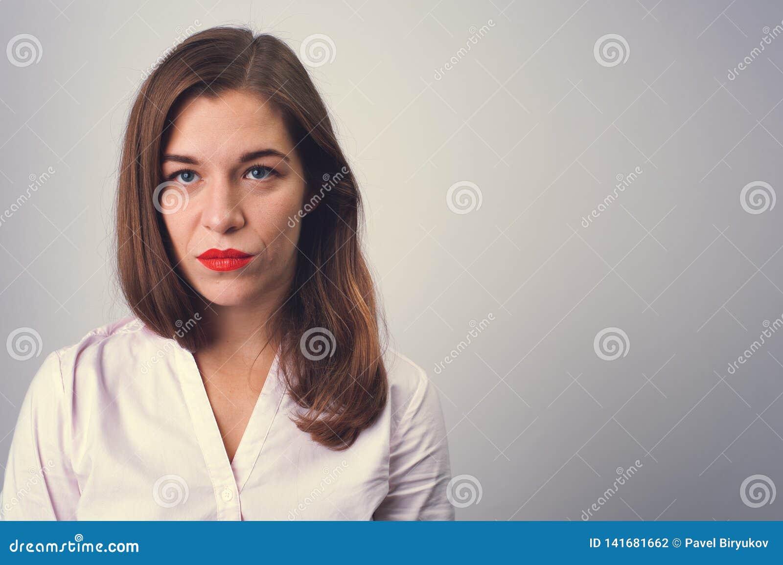 Portret przygnębiona smutna kobieta