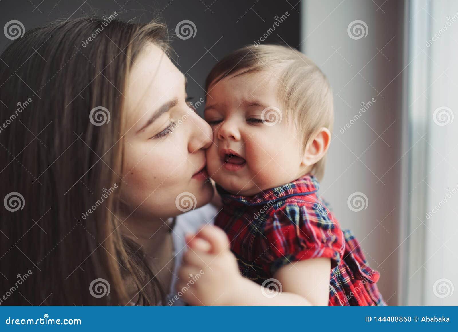 Portret szczęśliwa potomstwo matka z córką