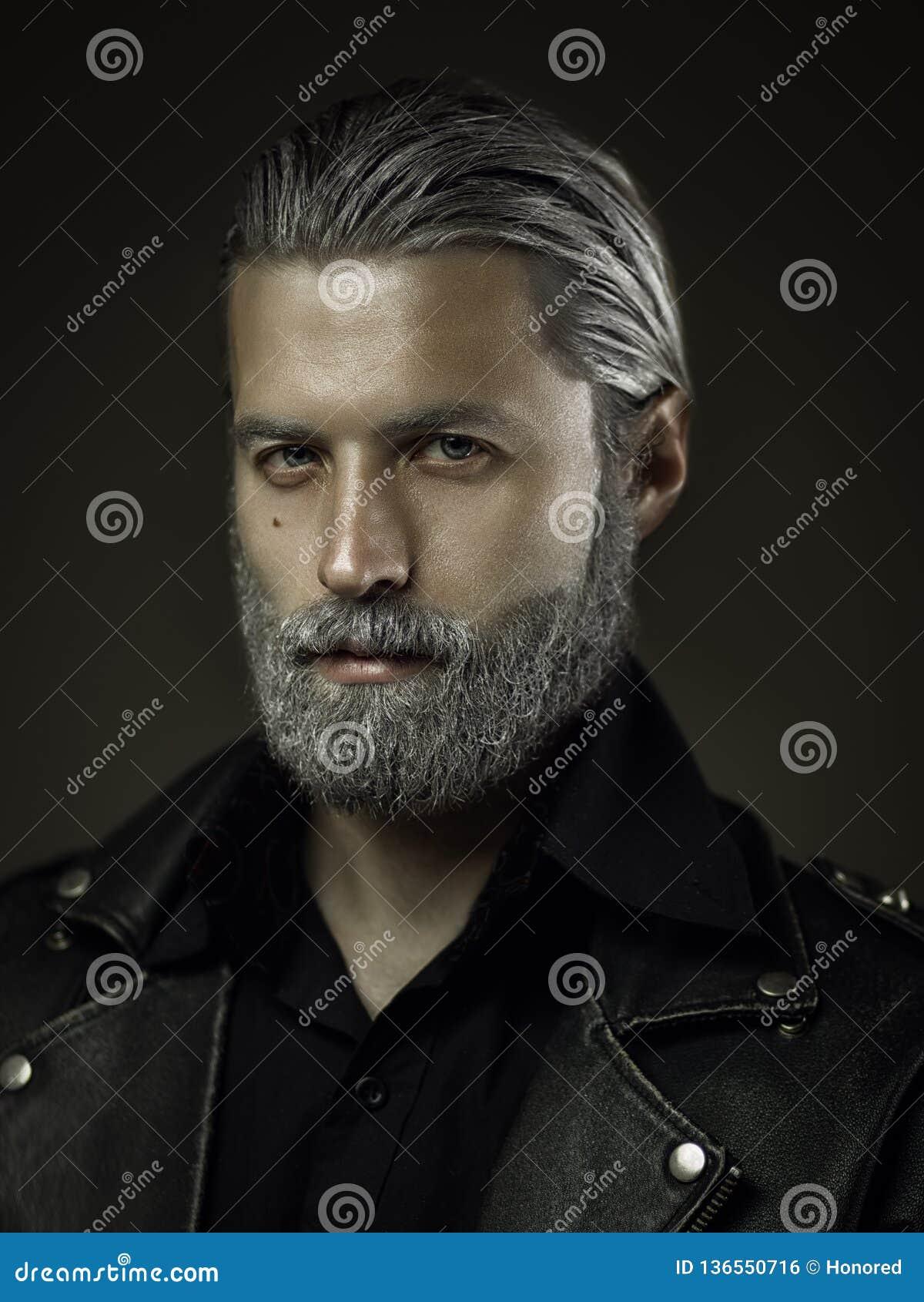 Portret twardy stary człowiek