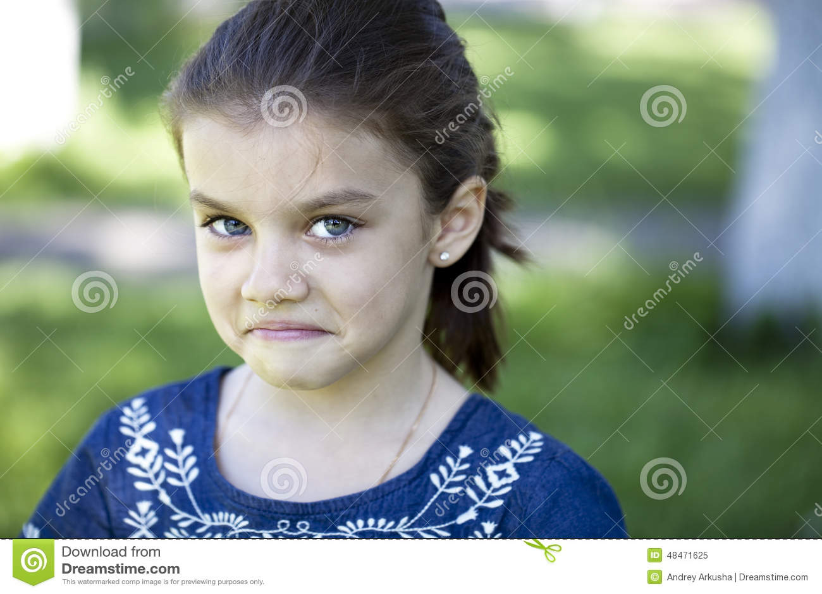 Portret van agressief meisje