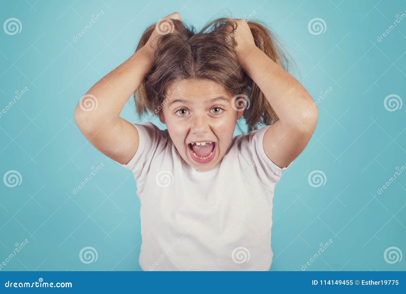 Portret van boos meisje