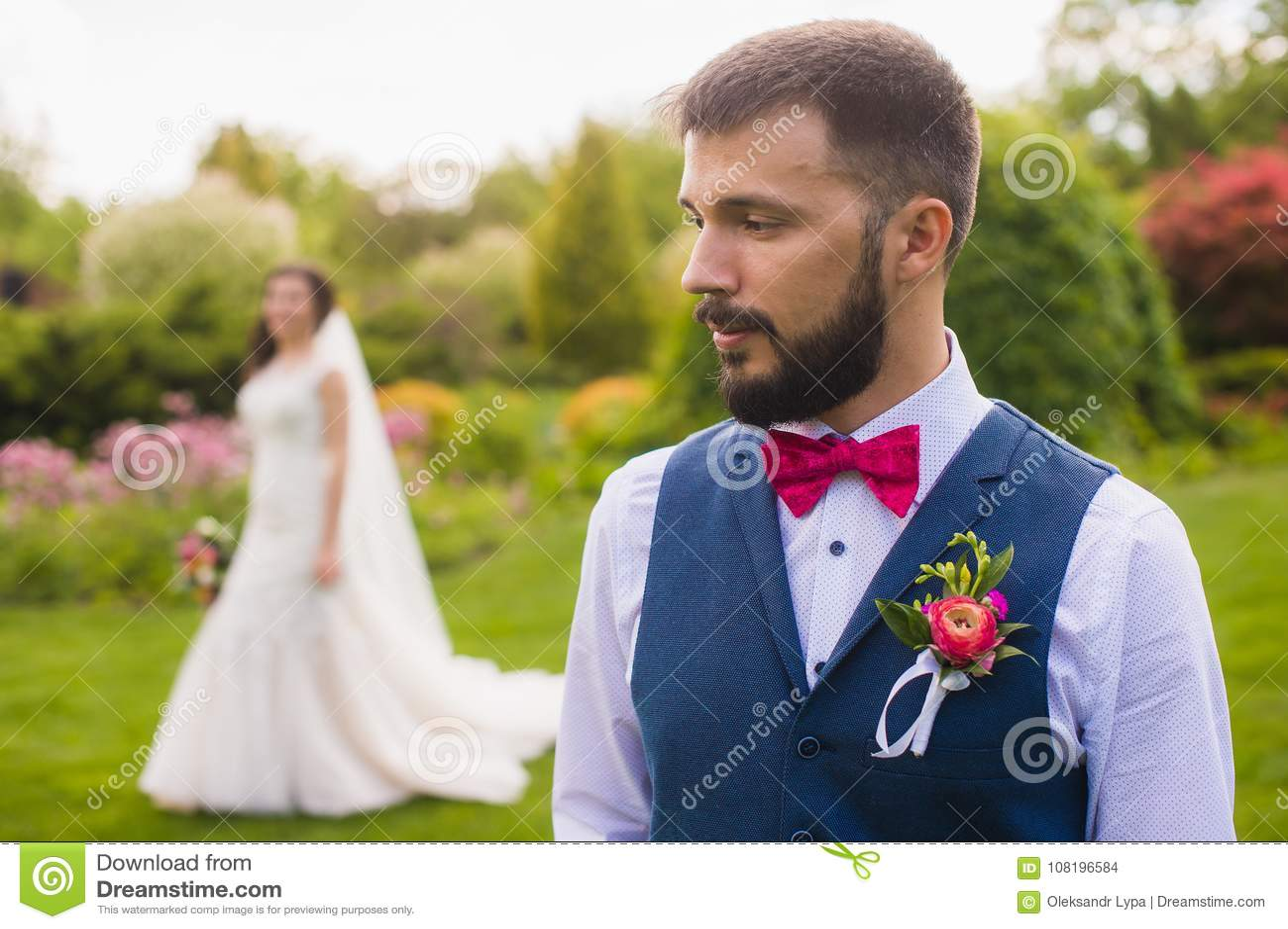 Portret van de ernstige enkel gehuwde mens