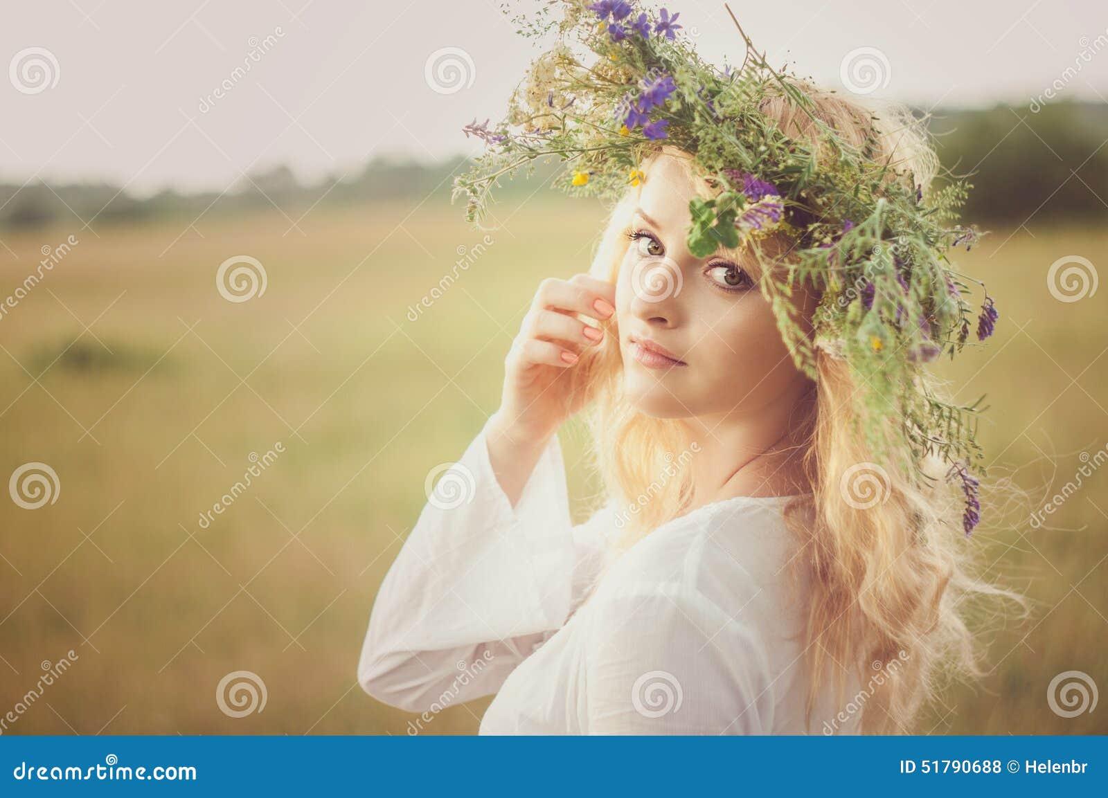 Portret van de jonge mooie vrouw
