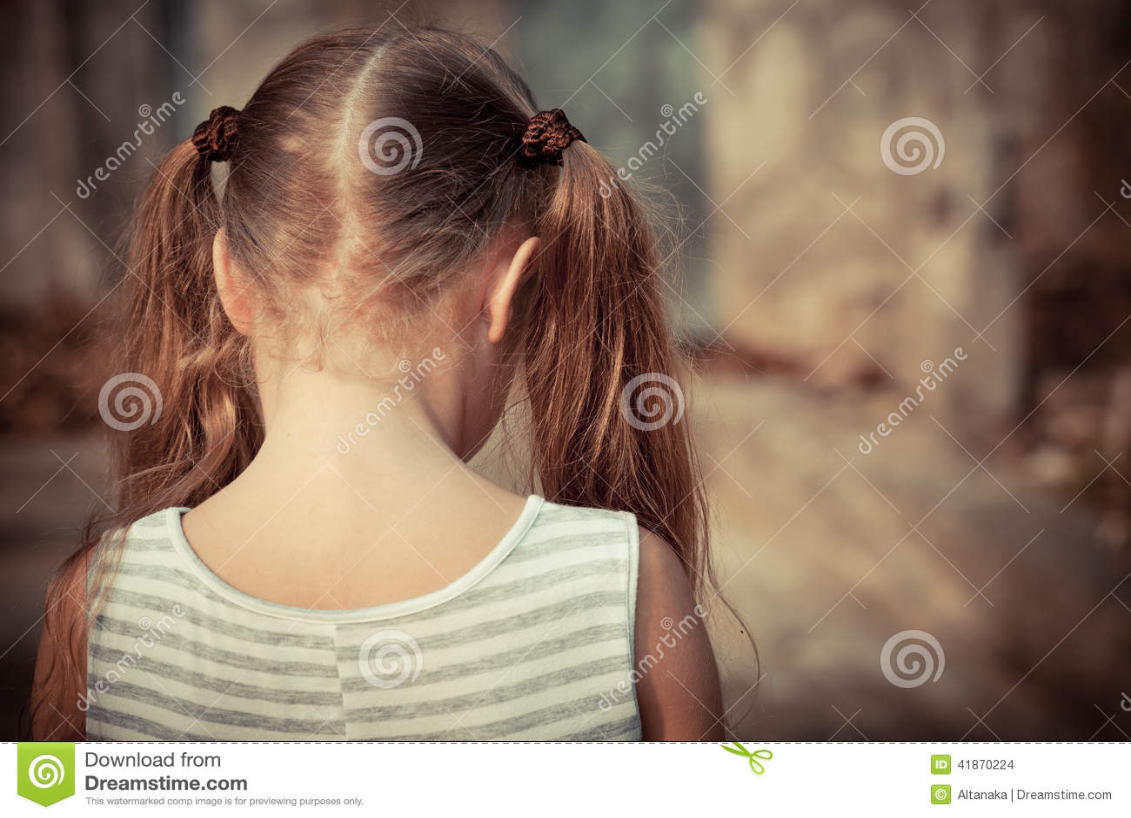 Portret van droevig kind