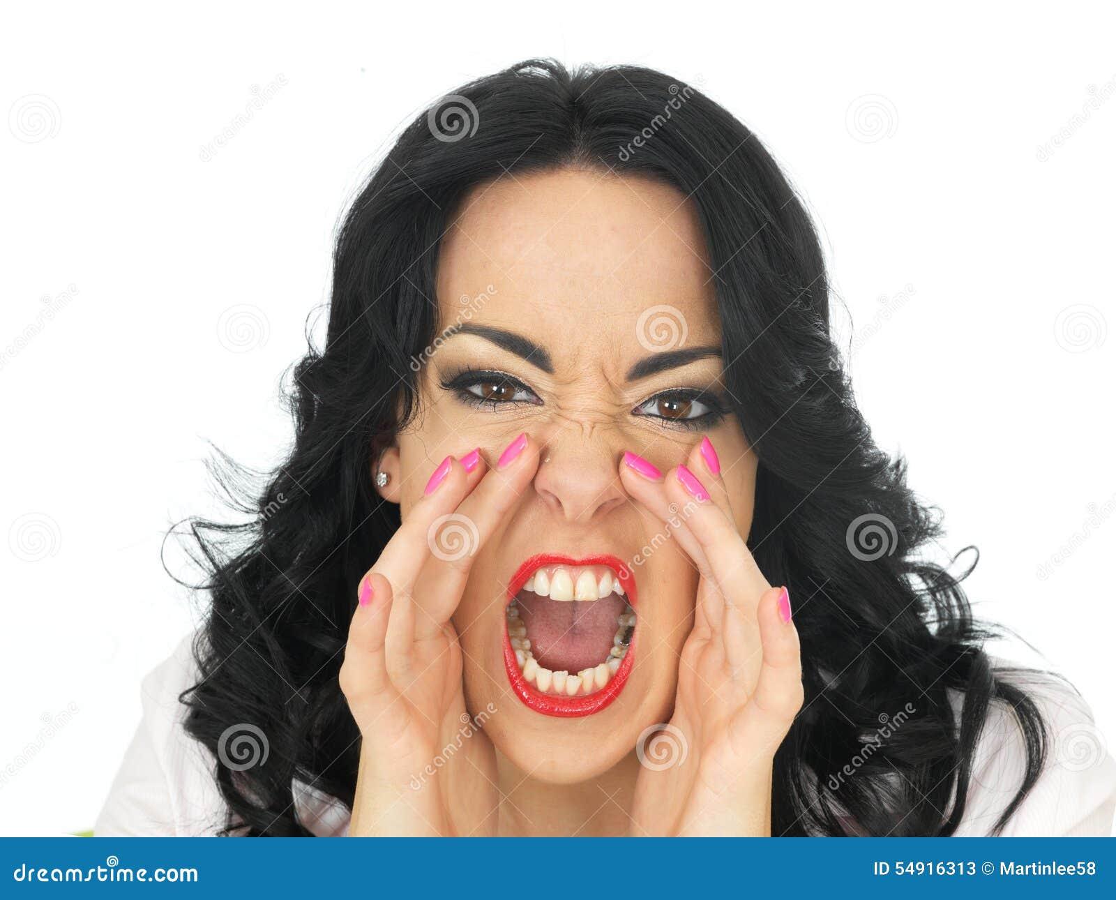 Portret van een Boze Gefrustreerde Jonge Spaanse Vrouw die in Verontwaardiging schreeuwen