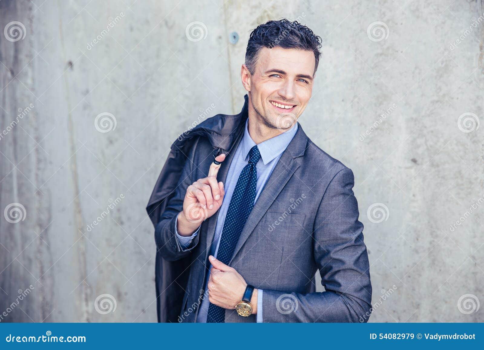Portret van een gelukkige zakenman