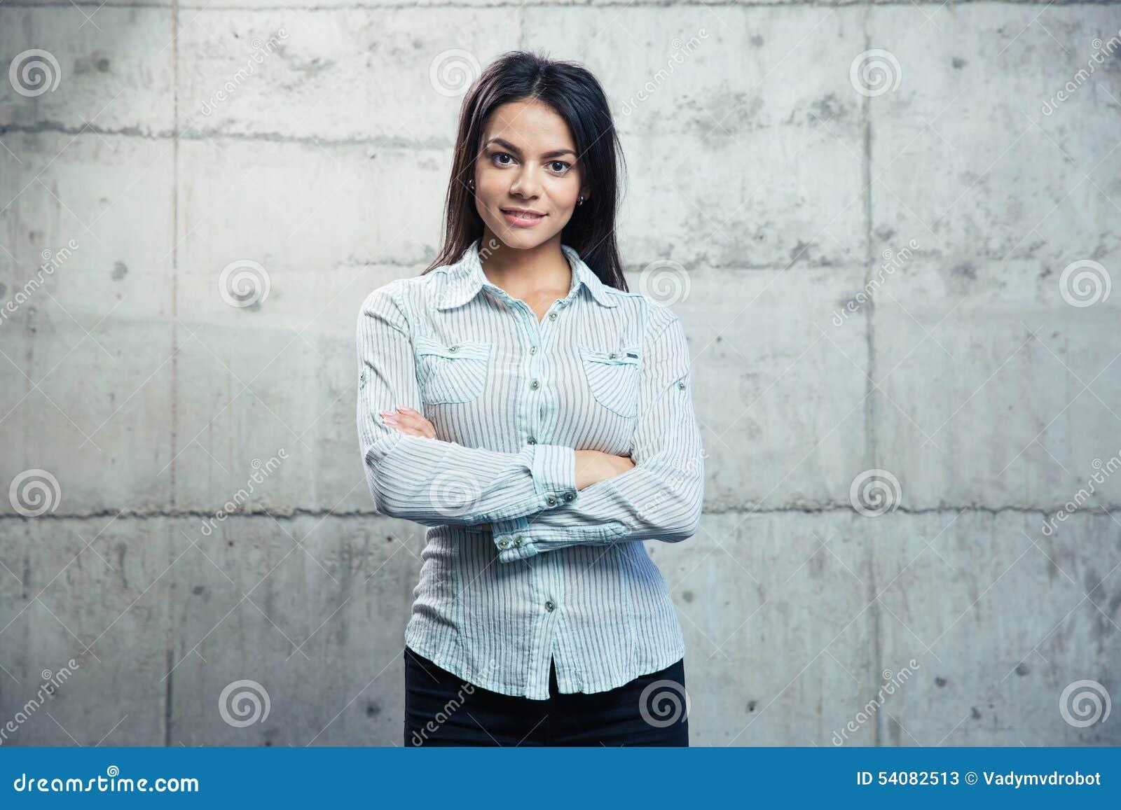 Portret van een glimlachende onderneemster