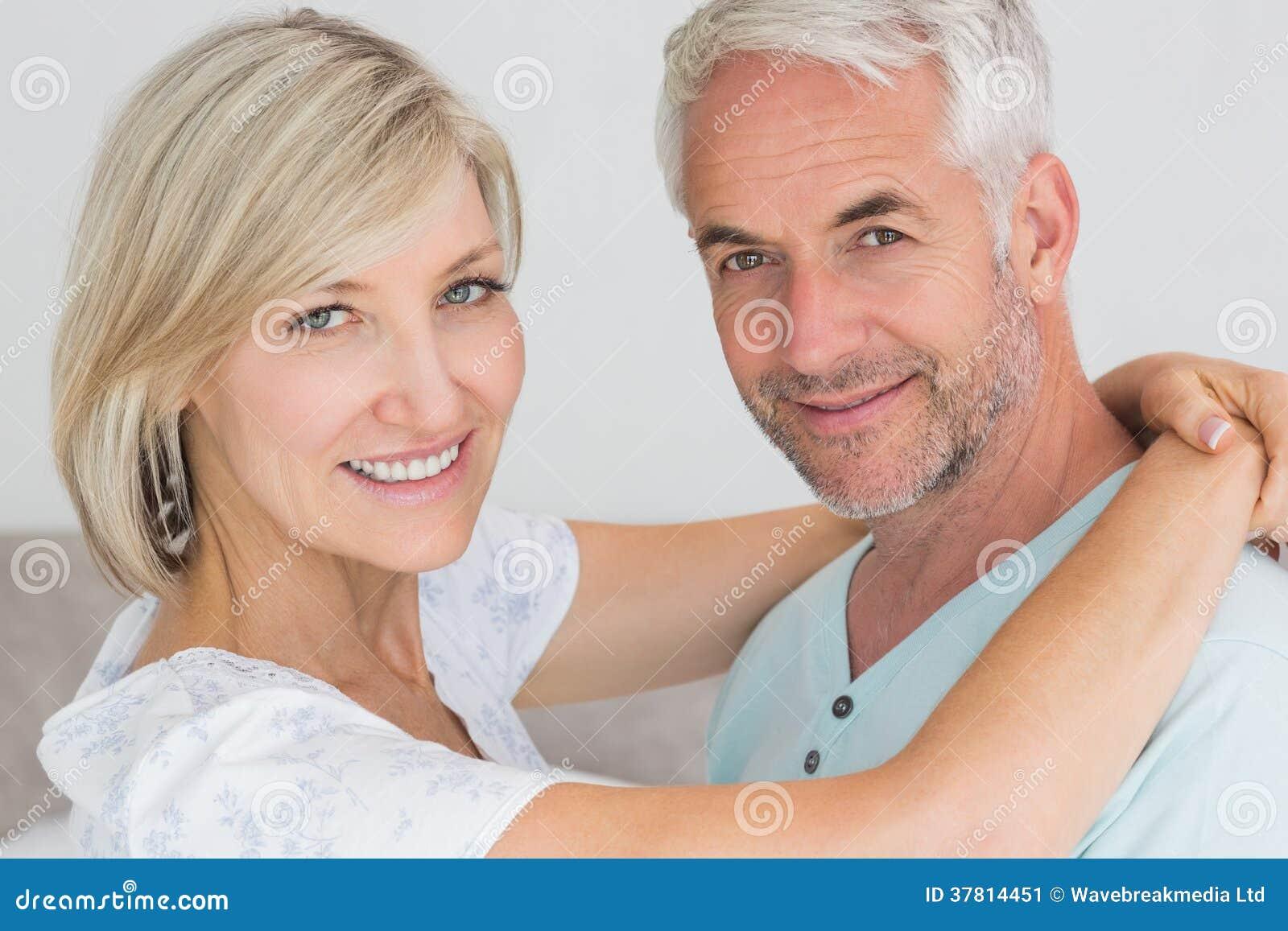Portret van een houdend van rijp paar