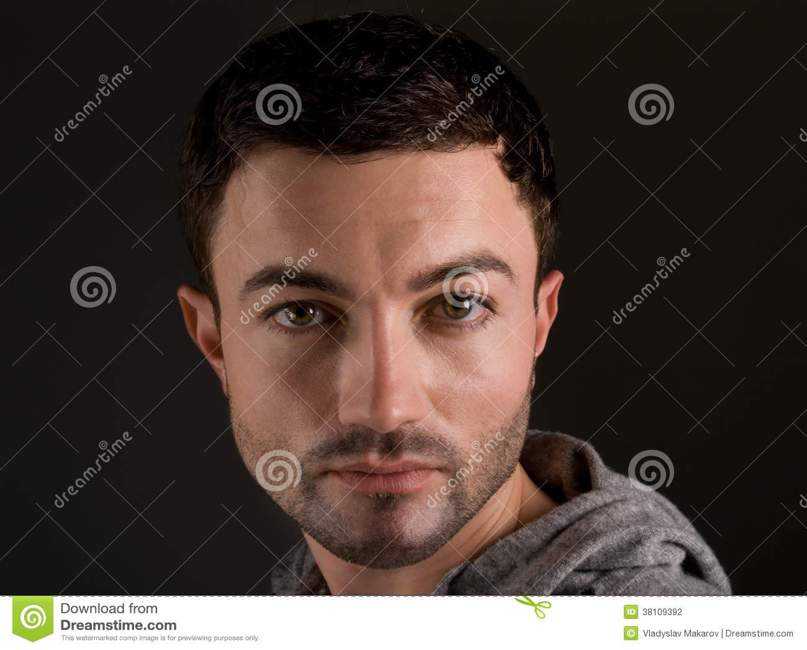 Portret van een jonge mens