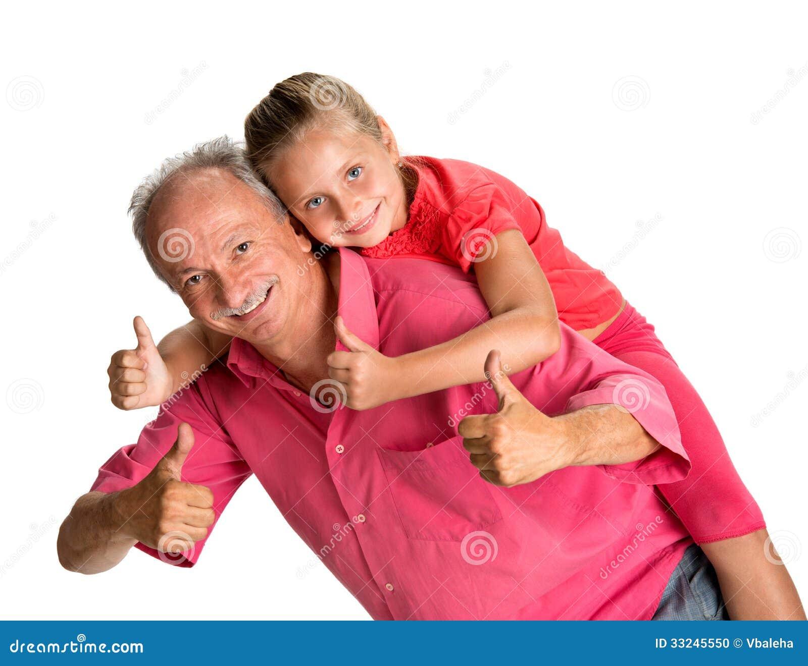 Portret van een klein meisje die op de rug van rit met haar grand genieten - Klein meisje idee ...