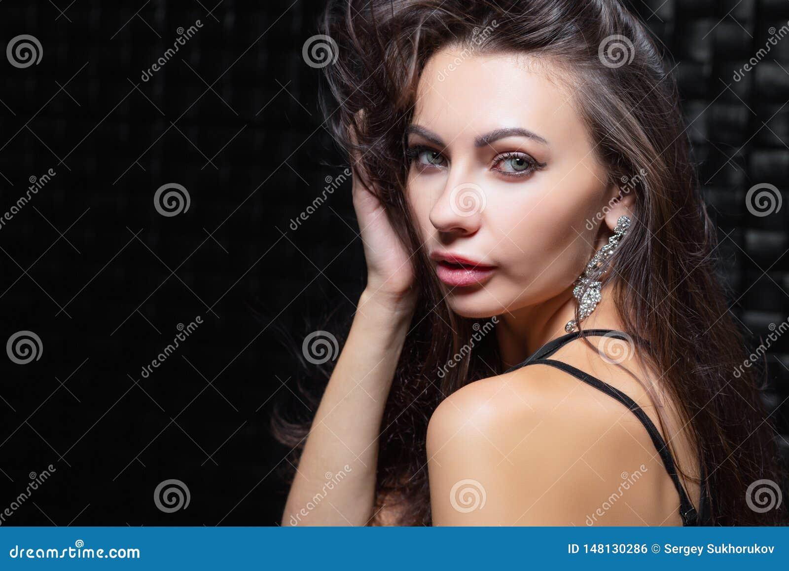Portret van een leuk jong brunette