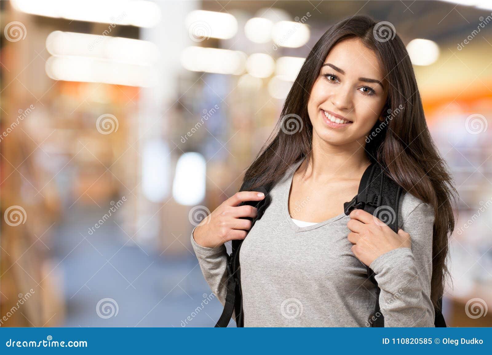 Portret van een leuk jong studentenmeisje,