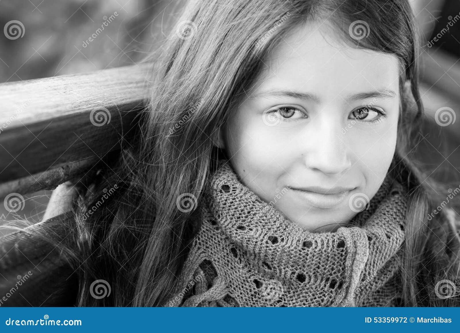 Portret van een meisje 13 jaar stock foto afbeelding 53359972 - Kamer van een meisje van jaar ...