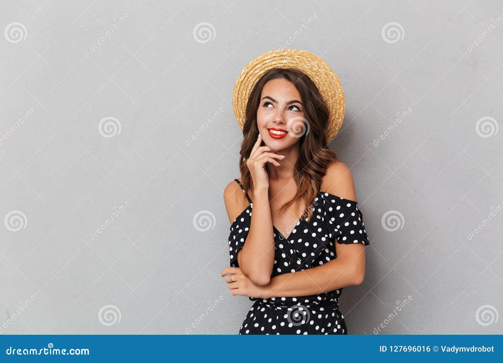 Portret van een peinzend jong meisje in kleding