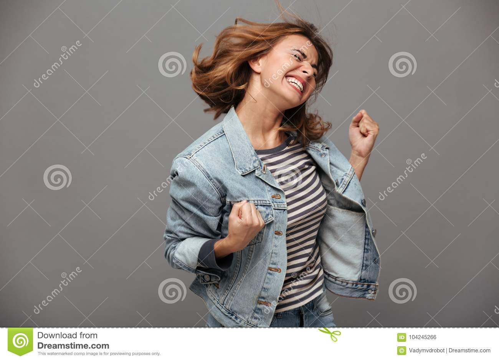 Portret van een tevreden vrolijke tiener