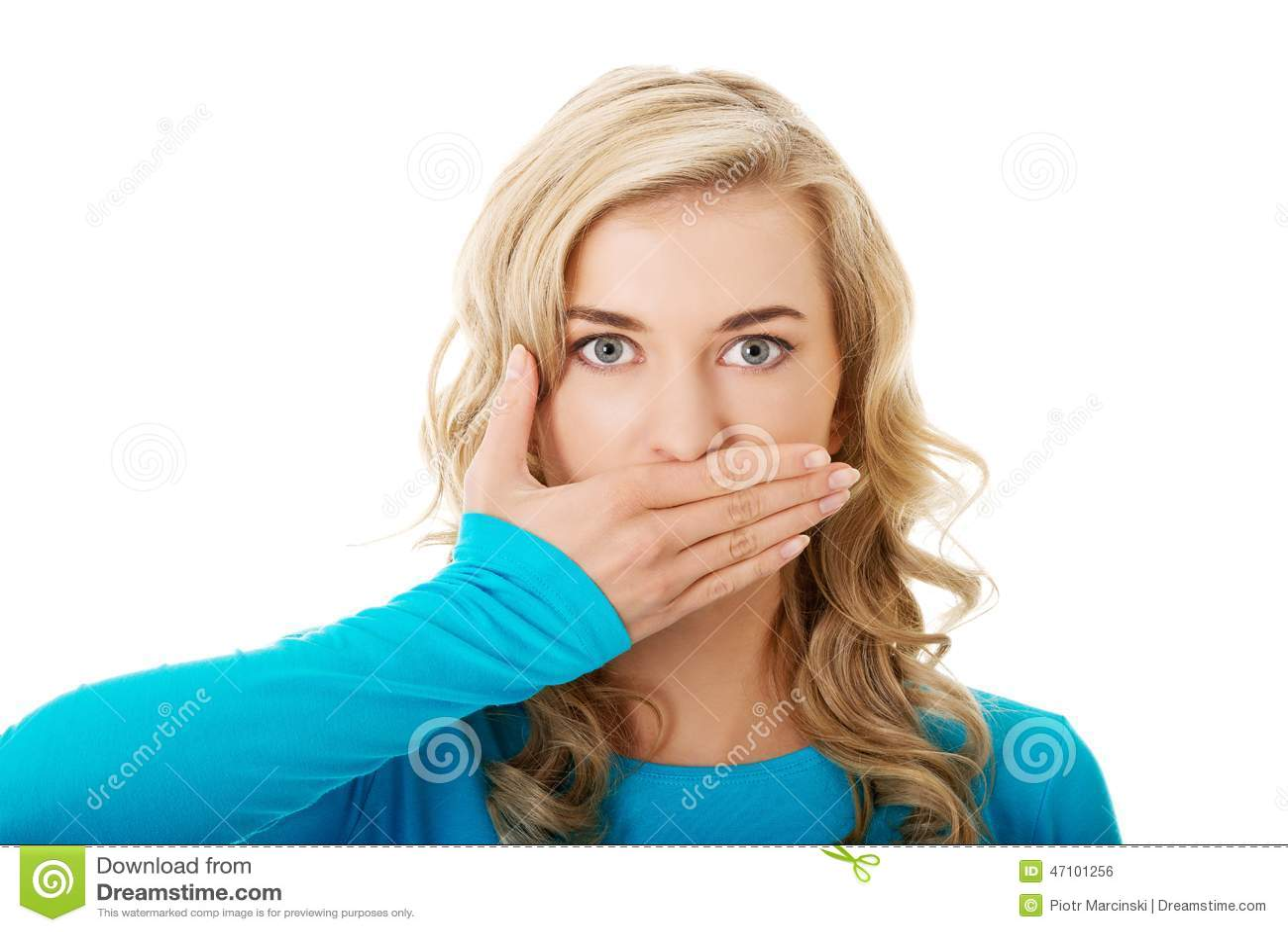 Portret van een vrouw die haar mond behandelen