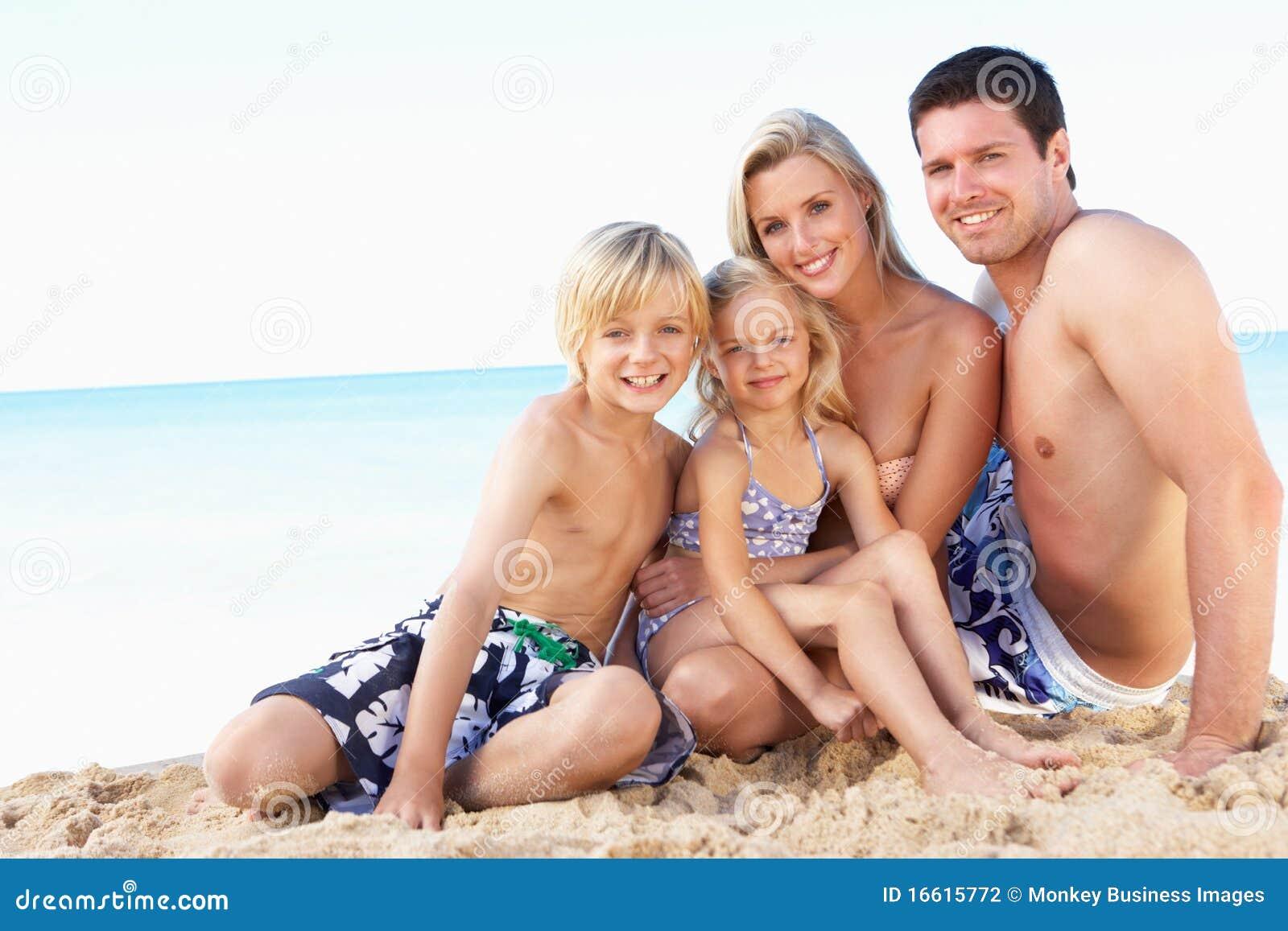 Portret van Familie op de Vakantie van het Strand van de Zomer