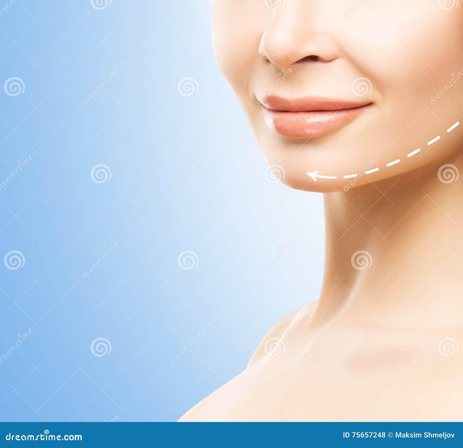Portret van het close-up het halve gezicht van een jonge, aantrekkelijke vrouw