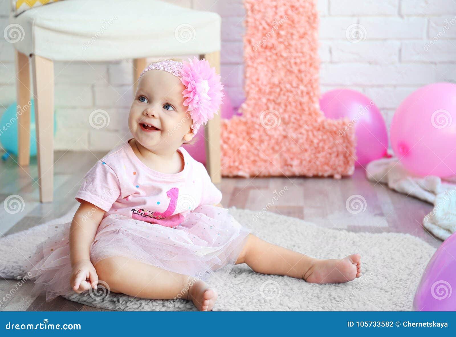 Portret van het meisje van de één éénjarigebaby