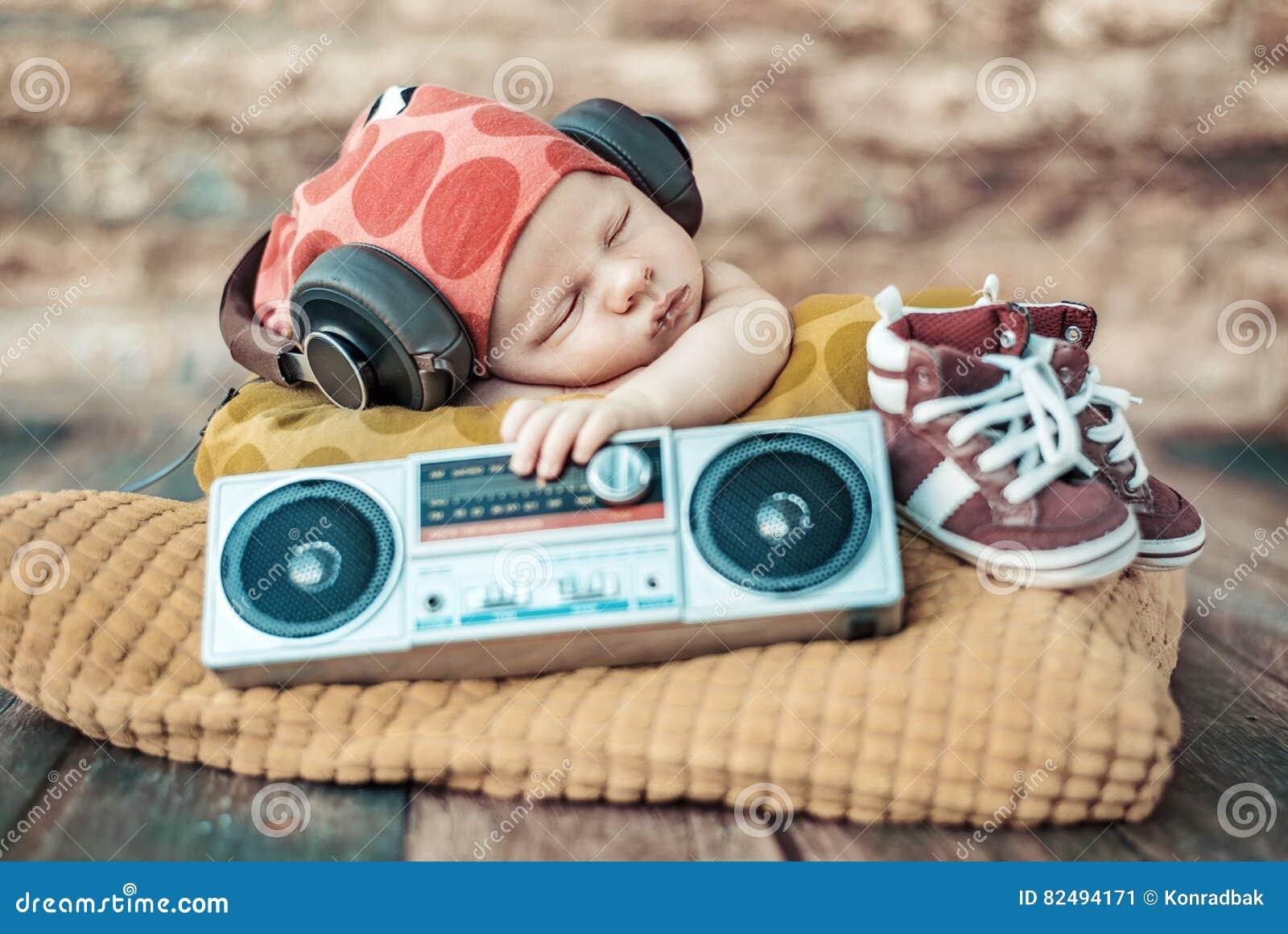 Portret van jong pasgeboren DJ