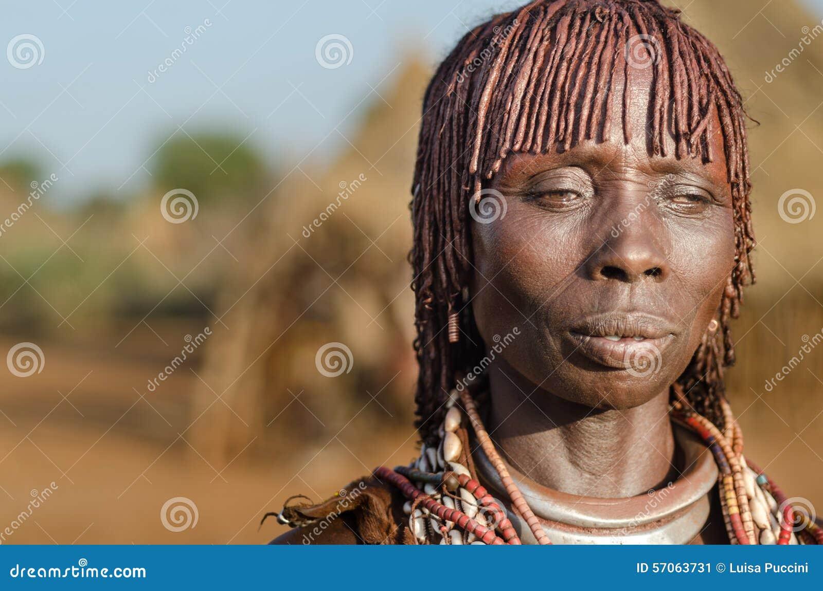 Portret van jonge hamervrouw, Ethiopië, Omo-Vallei