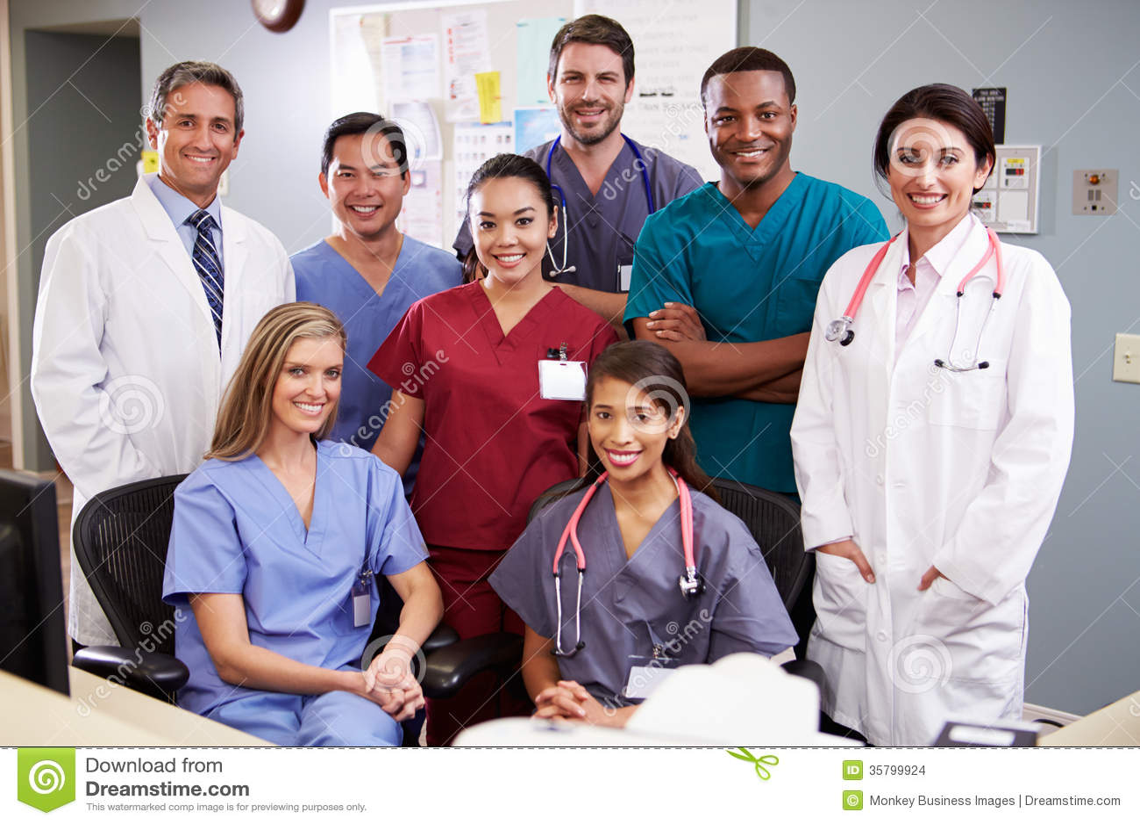 Portret van Medisch Team At Nurses Station