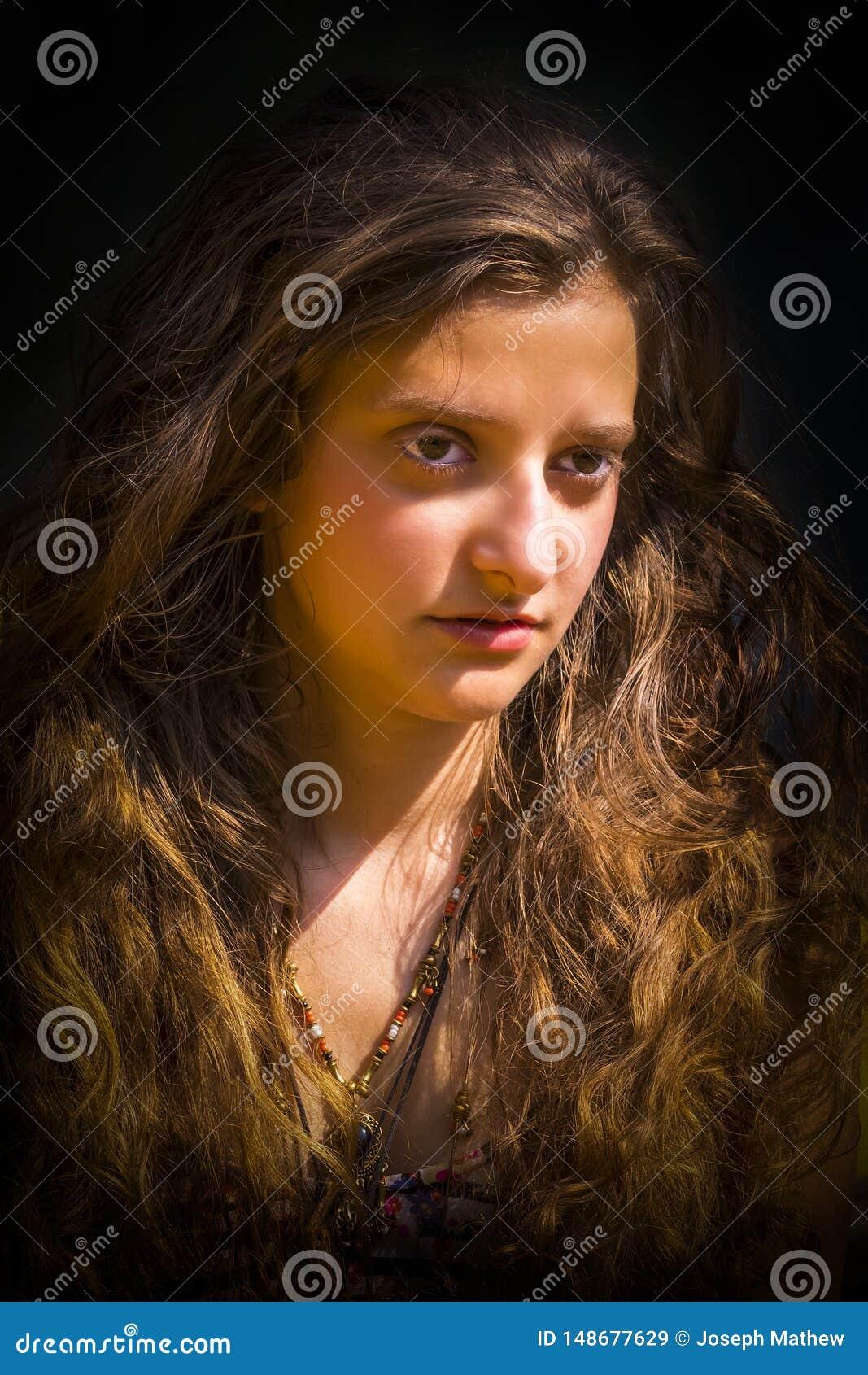Portret van Mooi jong Europees Meisje met gouden Haar
