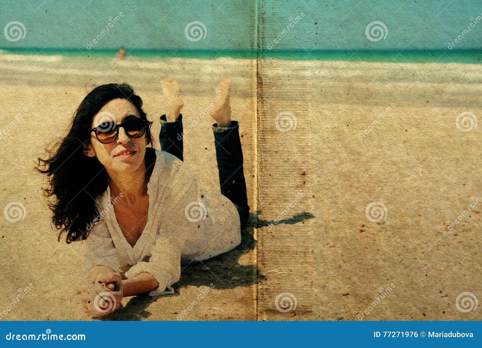 Portret van mooie echte 40 jaar oude vrouwen stock foto afbeelding 77271976 - Jaar oude meisje kamer foto ...
