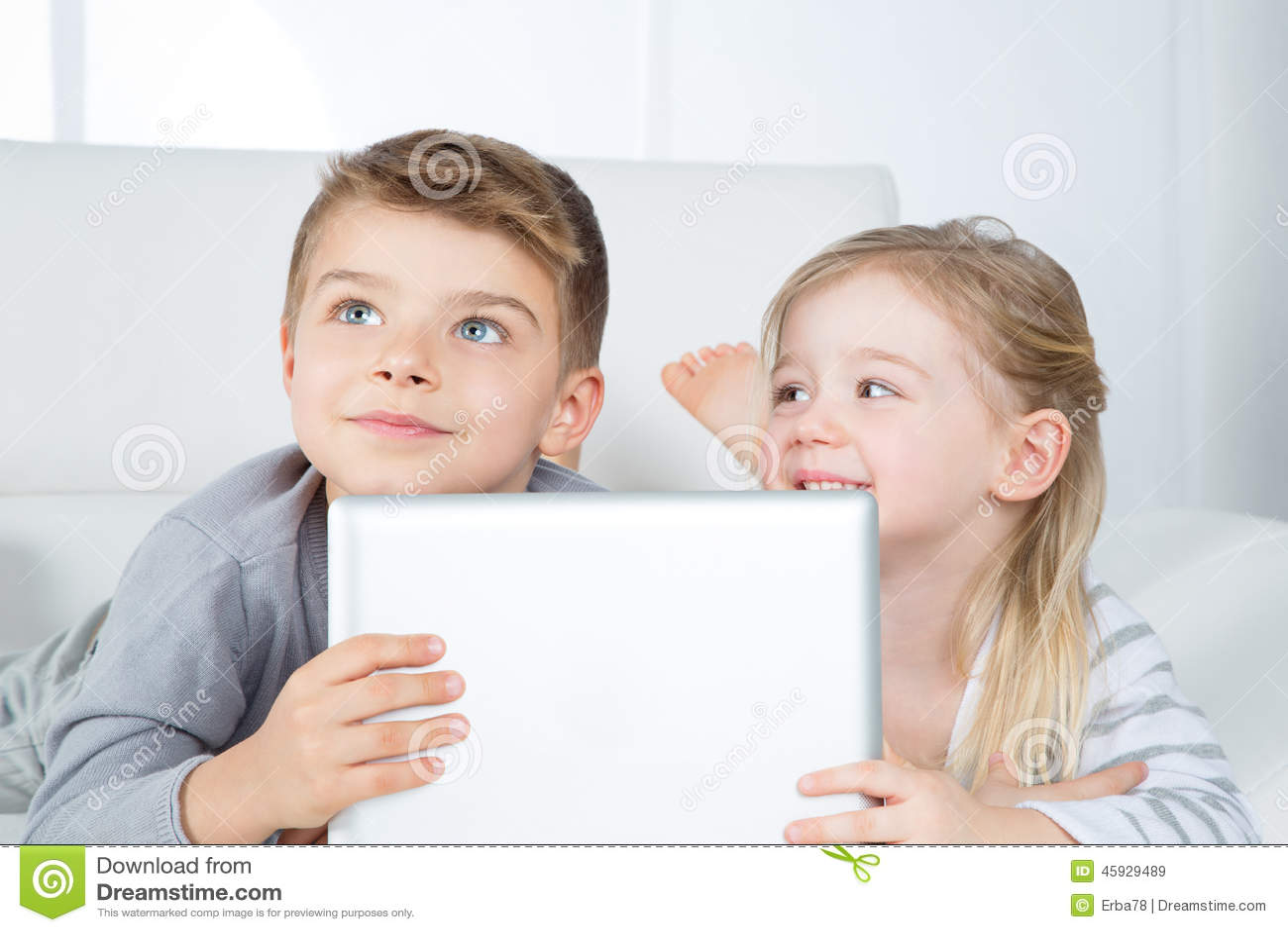 Portret van slimme broer en zuster