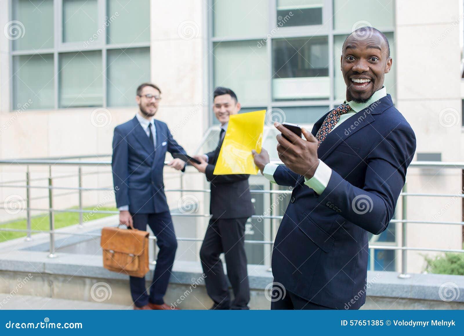 Portret wielo- etniczna biznes drużyna