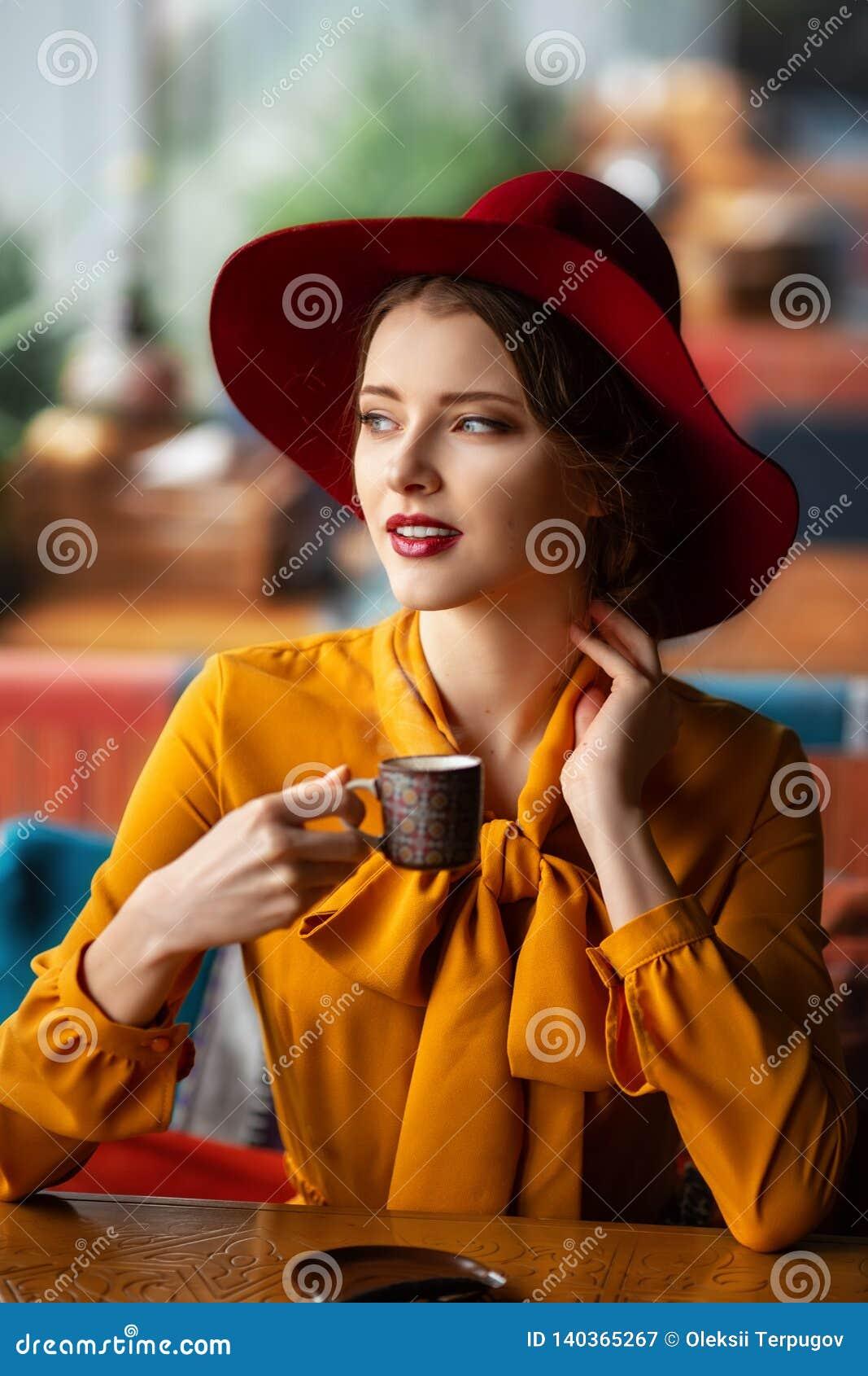 Portret zmysłowa młoda dziewczyna