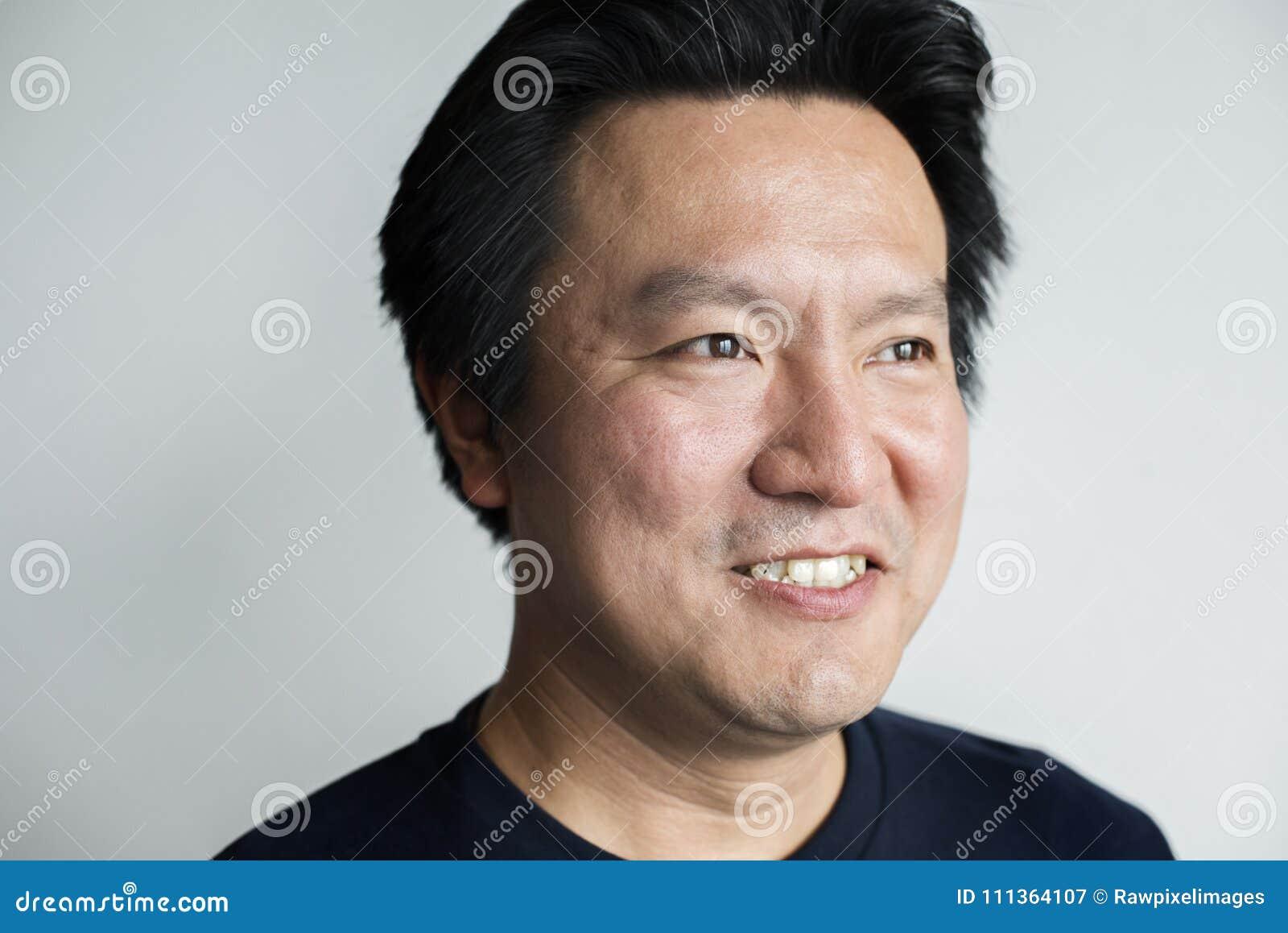 Portriat uśmiechnięty Azjatycki mężczyzna