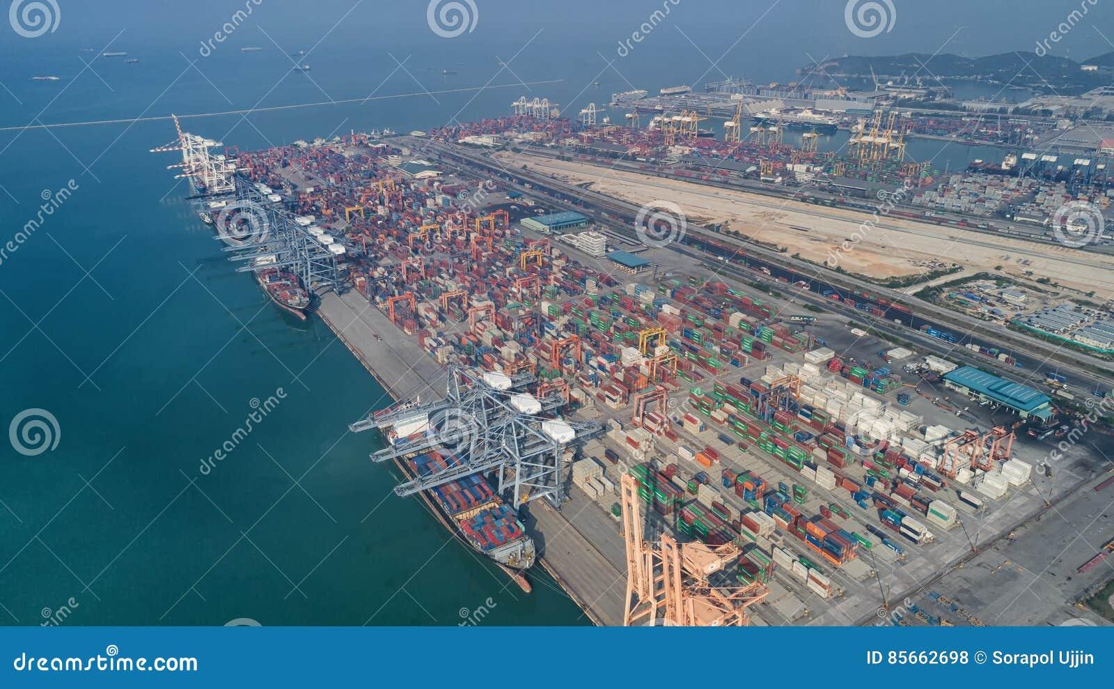 Ports maritimes de paysage le temps de jour,