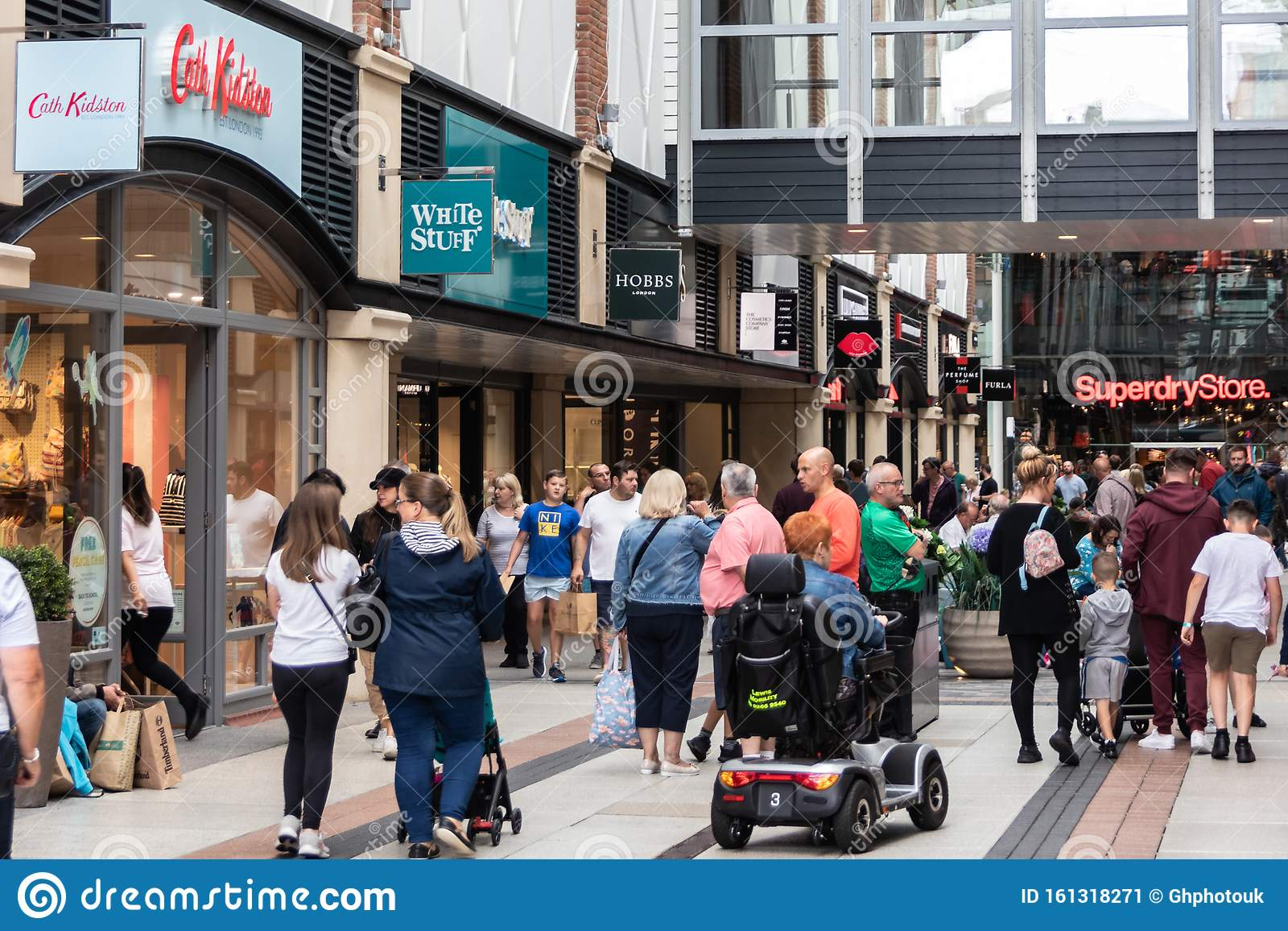 portsmouth-hampshire-uk-shoppers-walking-past-shop-windows-busy-shopping-centre-161318271.jpg?profile=RESIZE_400x