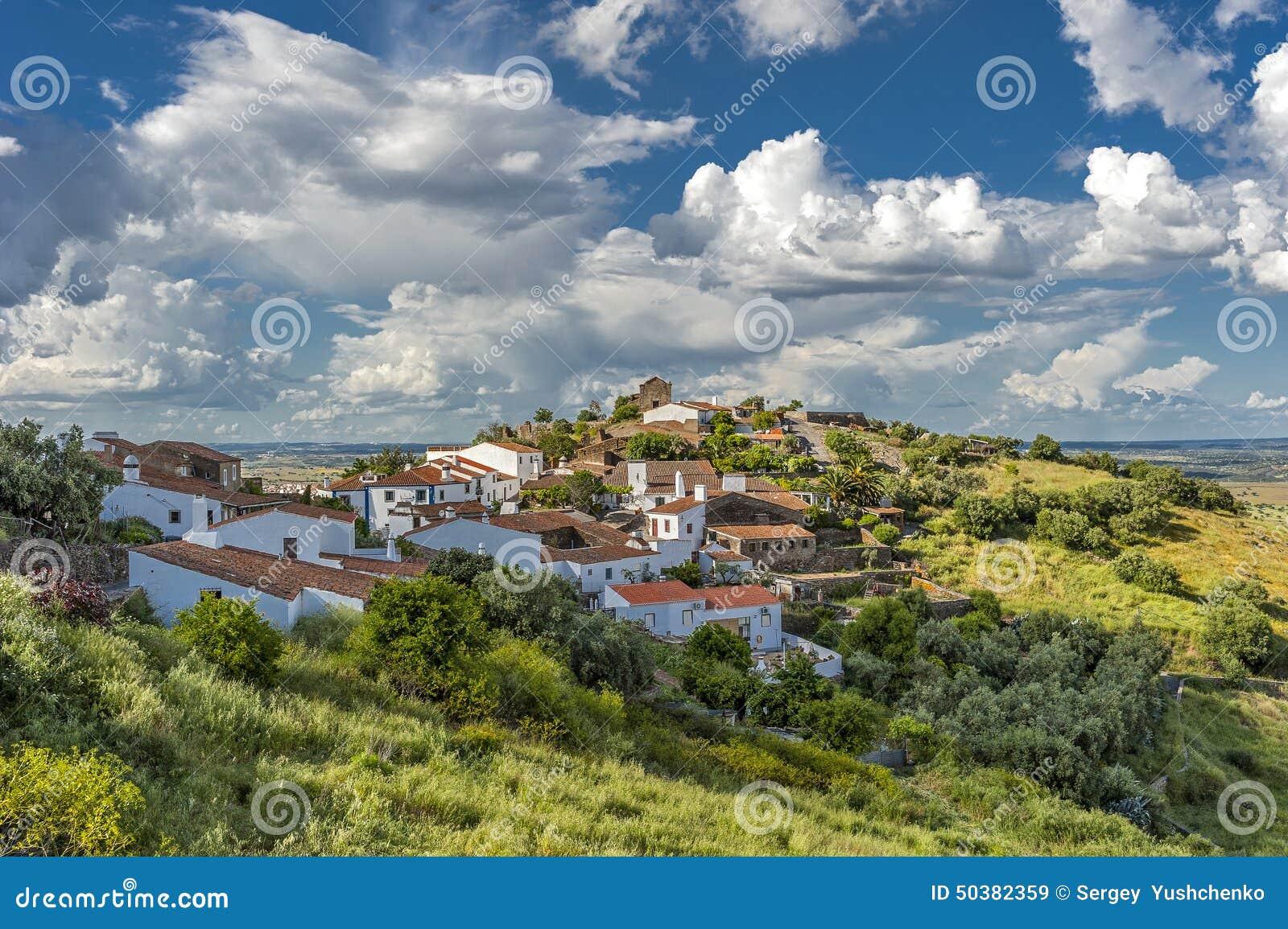 Portugal, der Bezirk von Evora Das grüne Dorf von Monsaraz