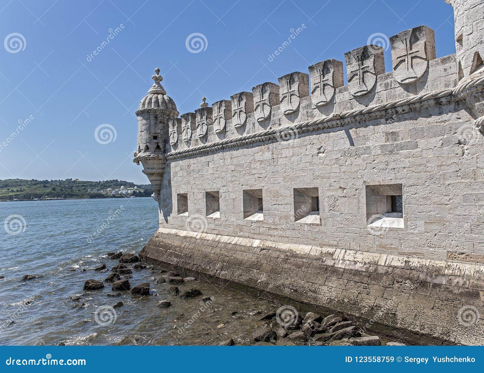 Portugal, Lisboa, um forte de construção fortificado na terraplenagem