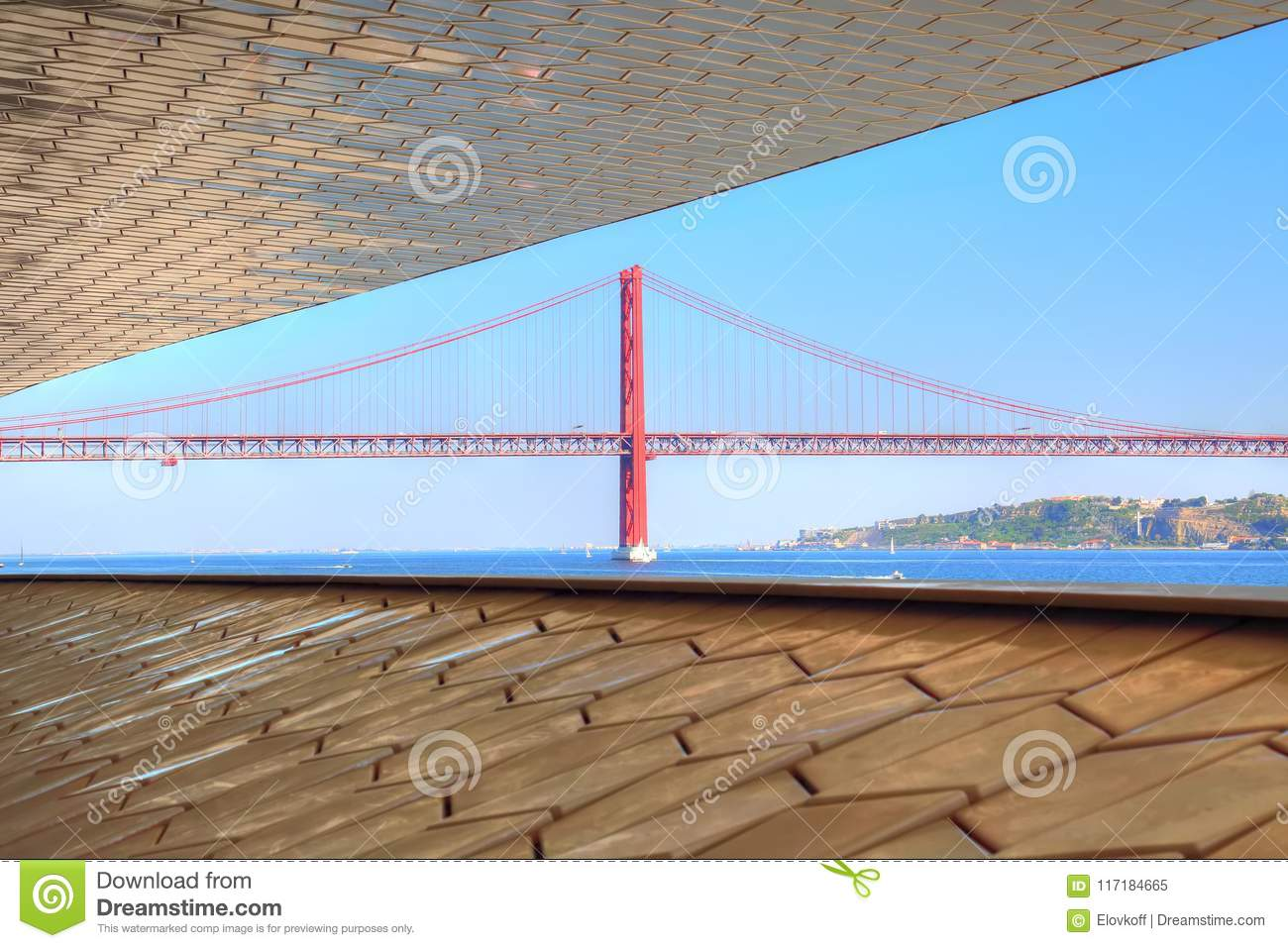 Lisbon, Landmark suspension 25 of April bridge