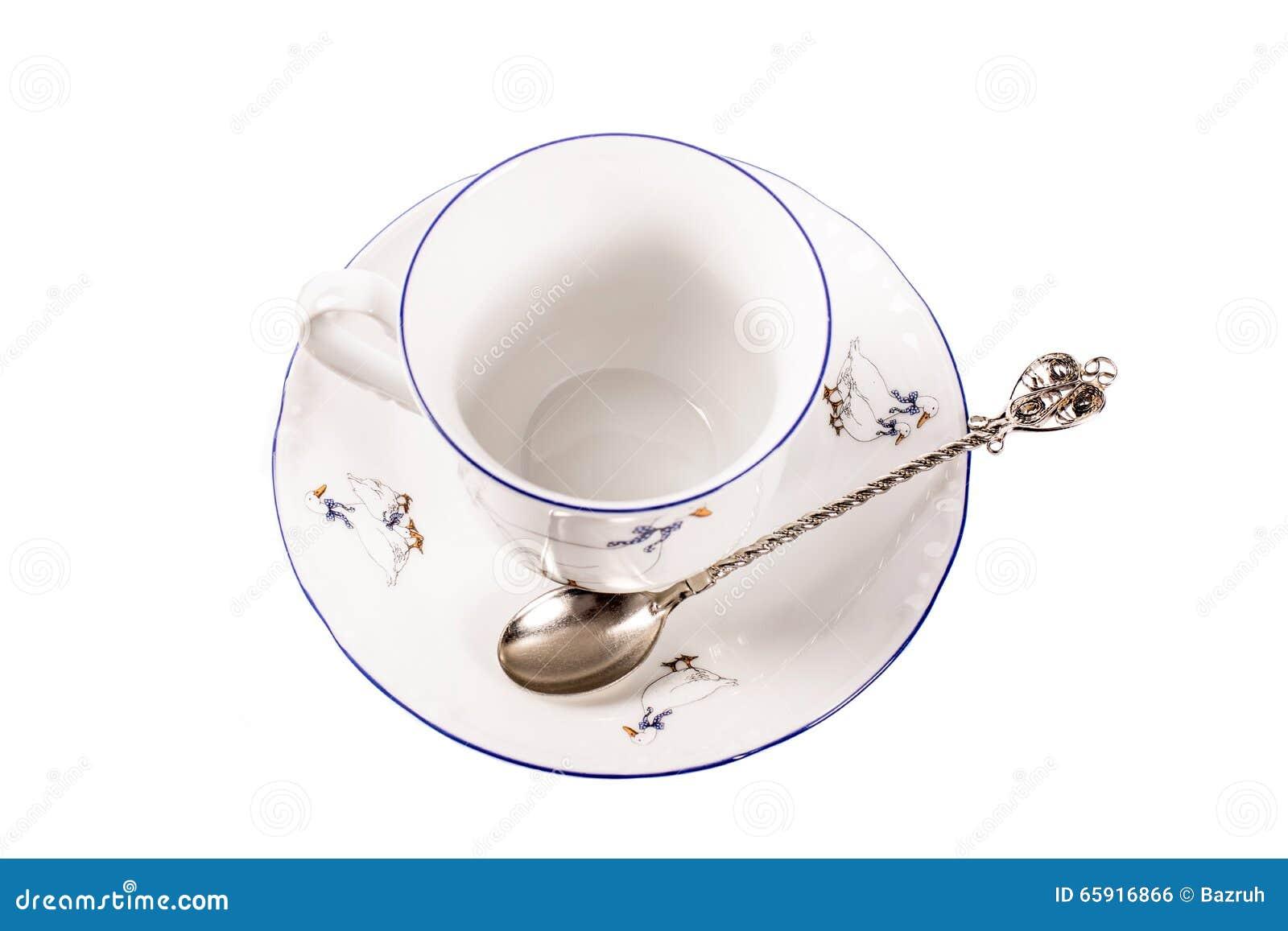 Porzellanschale mit einer Untertasse auf einem weißen Hintergrund